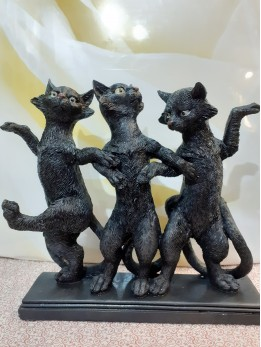 3 BlacK Dancing Cats