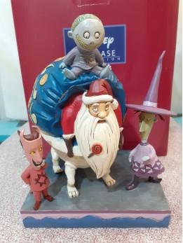 Lock, Shock and Barrel with Santa Figurine